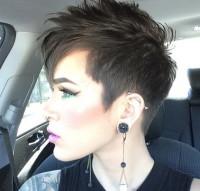 krótkie ciemne włosy
