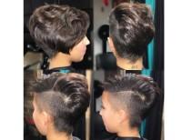 krótkie włosy z wygolonym bokiem