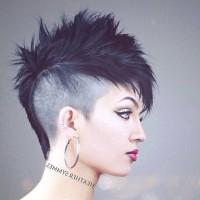 punkowa fryzura dla dziewczyny