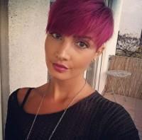 Krótkie różowe włosy, ekstra fryzurka