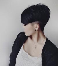 modna fryzurka z krótkich włosów