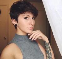 sexy krótkie włosy w kolorze brązu