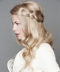 romantyczne blond włosy z warkoczem, szampański blond
