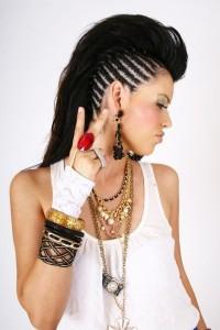 irokez na długich włosach, fryzura na studniówkę