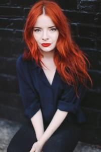 rude włosy blada cera