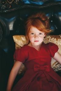 ruda dziewczynka