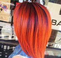rude włosy z fioletowymi pasemkami , bob