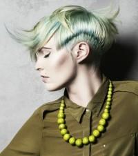 krótka asymetryczna fryzura