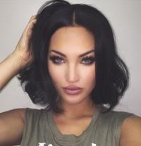 fryzury 2016: czarne półdługie włosy