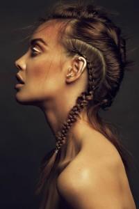 fryzura z warkoczami