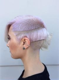 wzorki na włosach, różowy blond