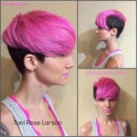 różowe krótkie włosy
