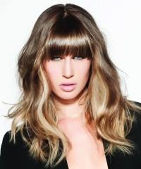 piękny naturalny blond, włosy długie z grzywką