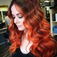 lśniące rude długie włosy