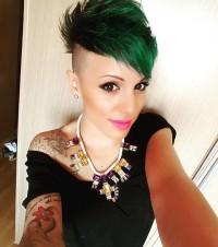 zielone krótkie włosy